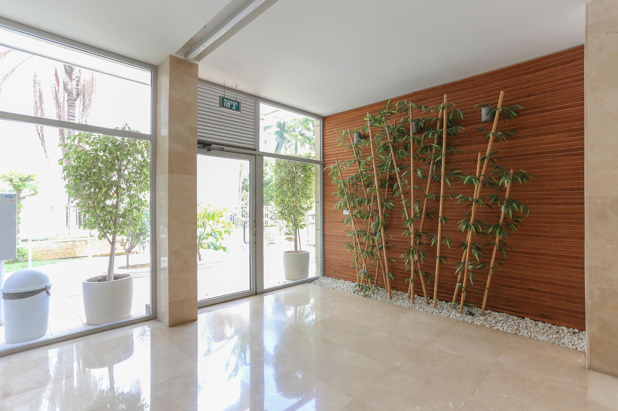 לובי בניין מגורים רחוב ירושלים