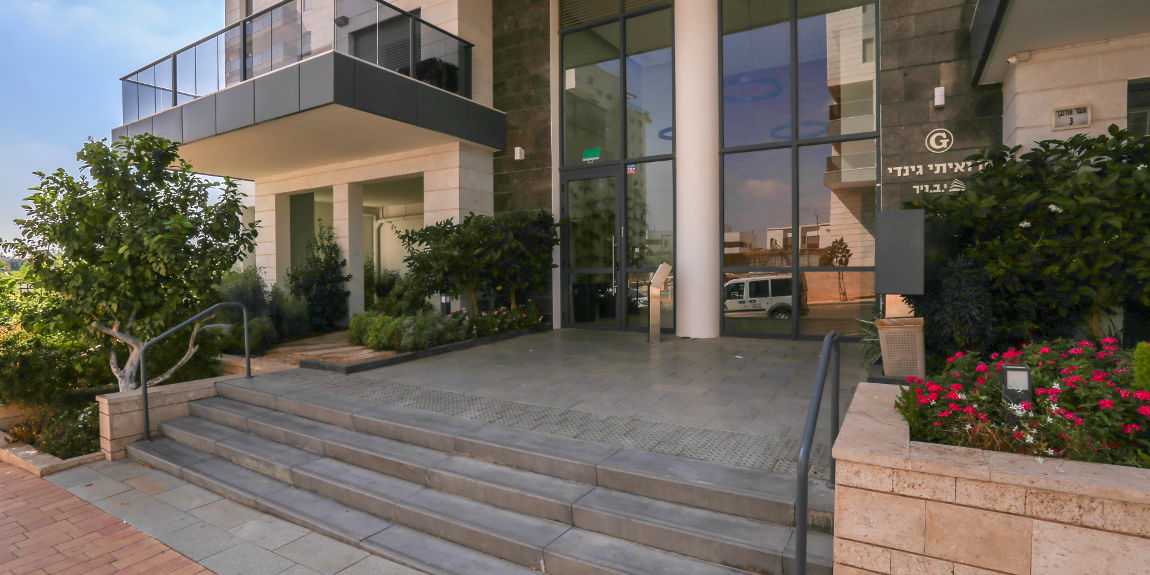 Y7 נחלת יהודה ראשון לציון | כניסה לבניין מגורים חדש
